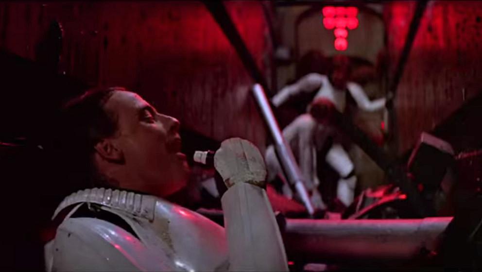 """""""Ha, ha, ha, stayin alive"""", hätte Luke auch singen können, als er mit Han und Leia im Müll-Zerkleinerer des Todesstern"""