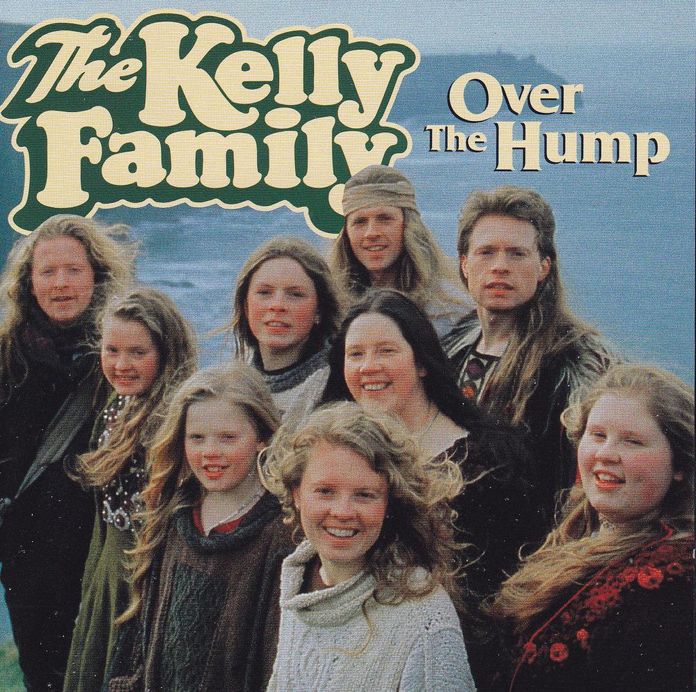 Platz 8: The Kelly Family landet auf Platz 8 mit ihrem Album OVER THE HUMP. Die Platte erschien 1994 und verkaufte sich 2,2 M