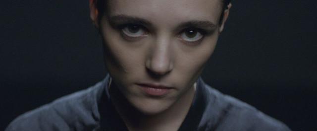 """Savages zeigen das Vdeo zum neuen Song """"Adore"""""""