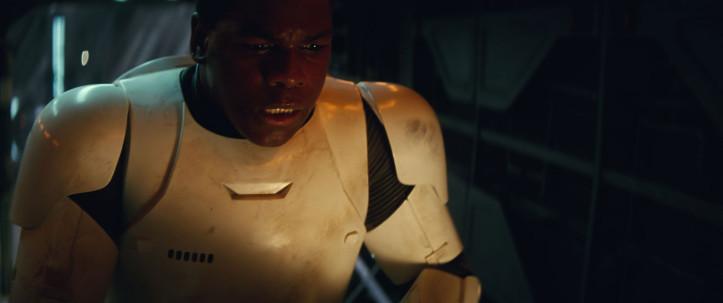 Finn in seiner Stormtrooper-Rüstung