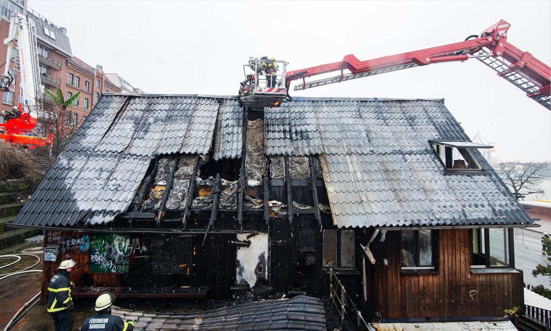 """Der """"Golden Pudel Club"""" in Hamburg wurde am 14.2.16 durch einen Brand zerstört."""