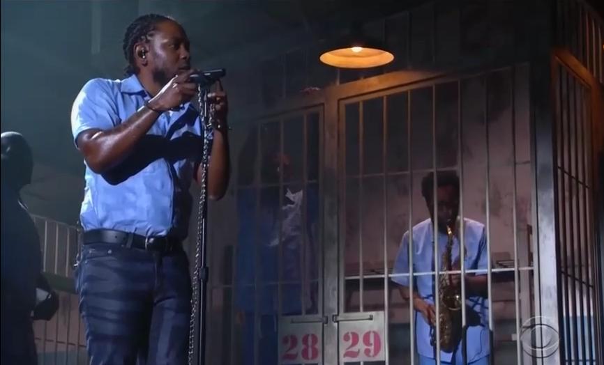 Kendrick Lamar während seiner eindrucksvollen Grammy-Performance