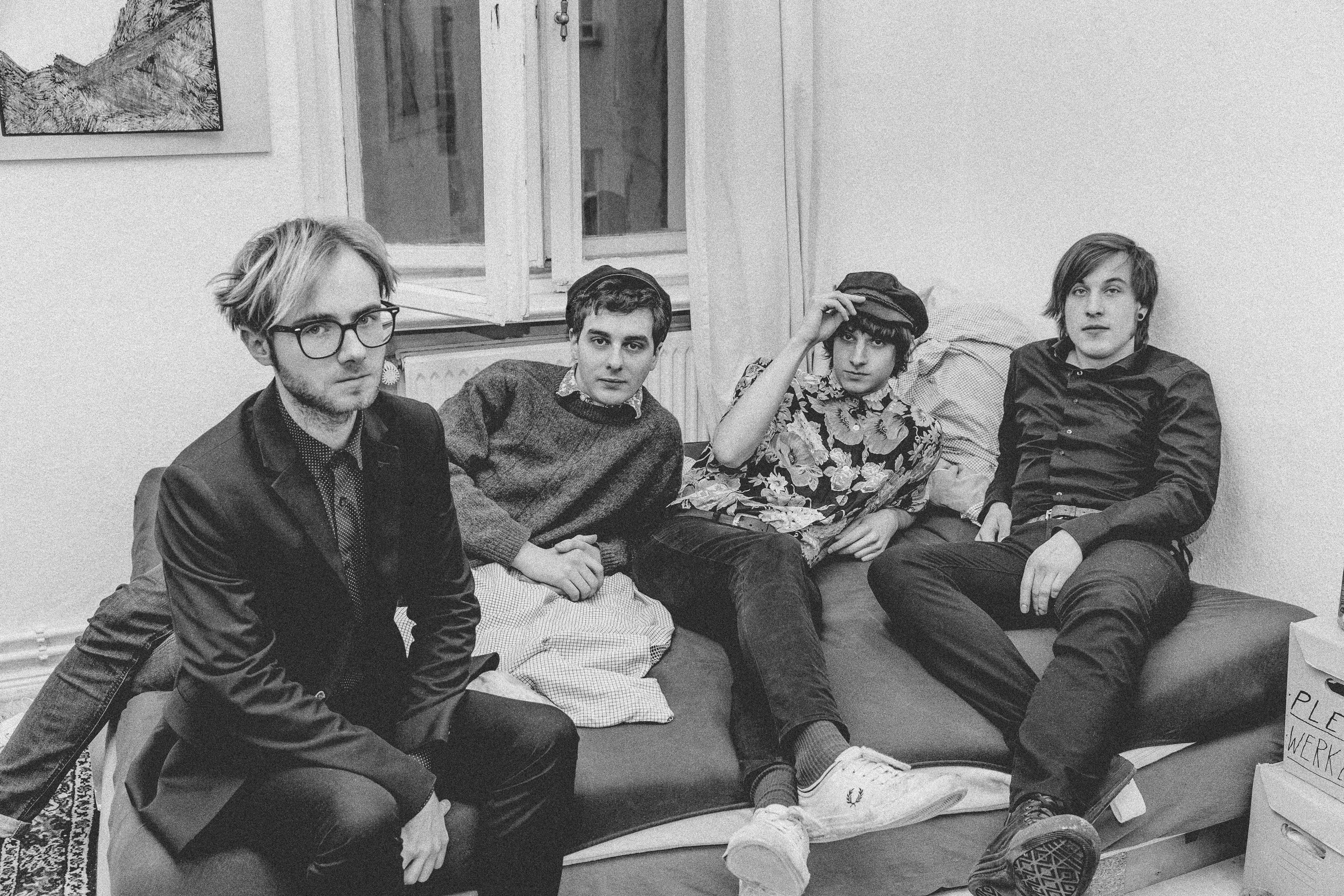 Isolation Berlin mit dem Album der Woche, UND AUS DEN WOLKEN TROPFT DIE ZEIT.