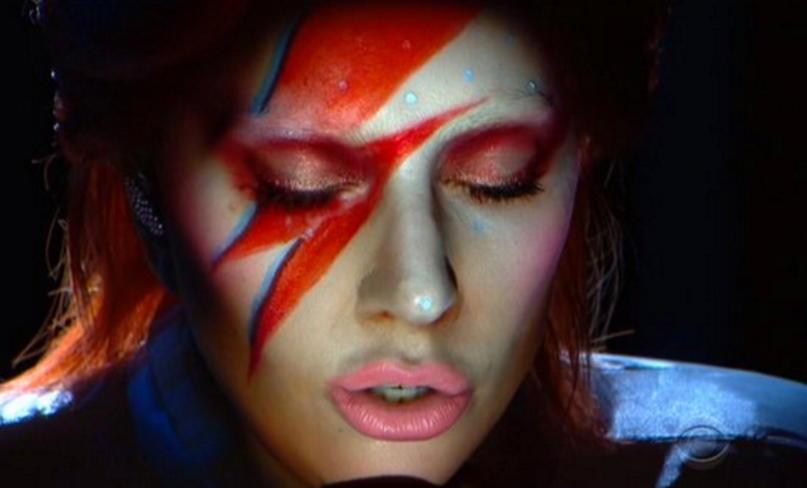 Lady Gaga als Ziggy Stardust bei den Grammys