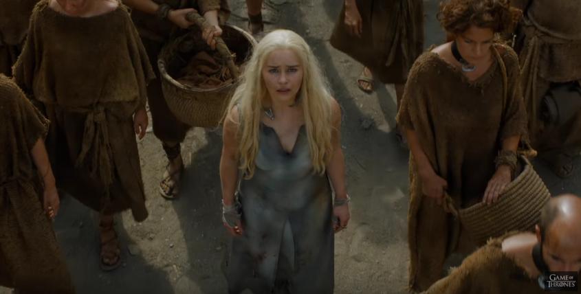 Drachenmutter Daenerys Targaryen (Emilia Clarke) muss sich in der sechsten Staffel unter das normale Volk mischen.