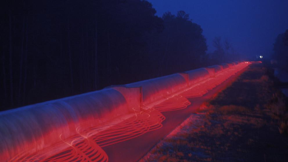 """Die Langzeitbelichtung des """"Laser Interferometer Gravitational-Wave Observatory"""" (LIGO) in Livingston, Louisiana."""