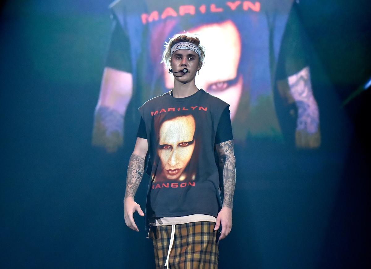 Justin Bieber zeigte sich bei einem Konzert in L.A. am 20. März 2016 im Marilyn-Manson-Shirt.