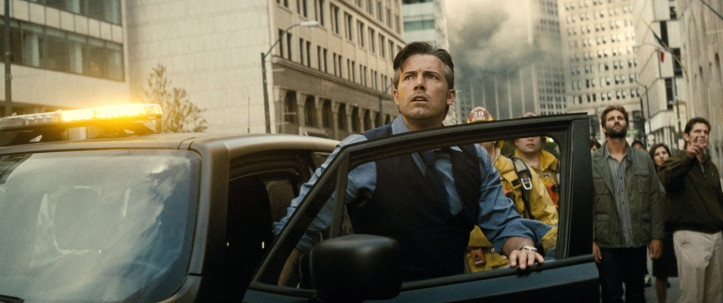 """Bruce Wayne trifft in """"Batman v Superman: Dawn of Justice"""" auf Superman Clark Kent, gespielt von Henry Cavill"""