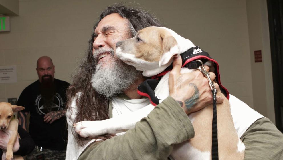 Slayer-Chef Tom Araya mit Hund
