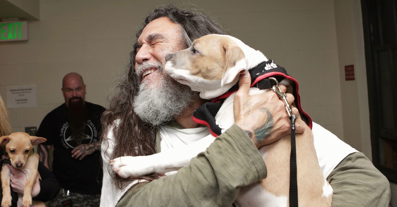 Slayer-Chef Tom Araya mit Hund