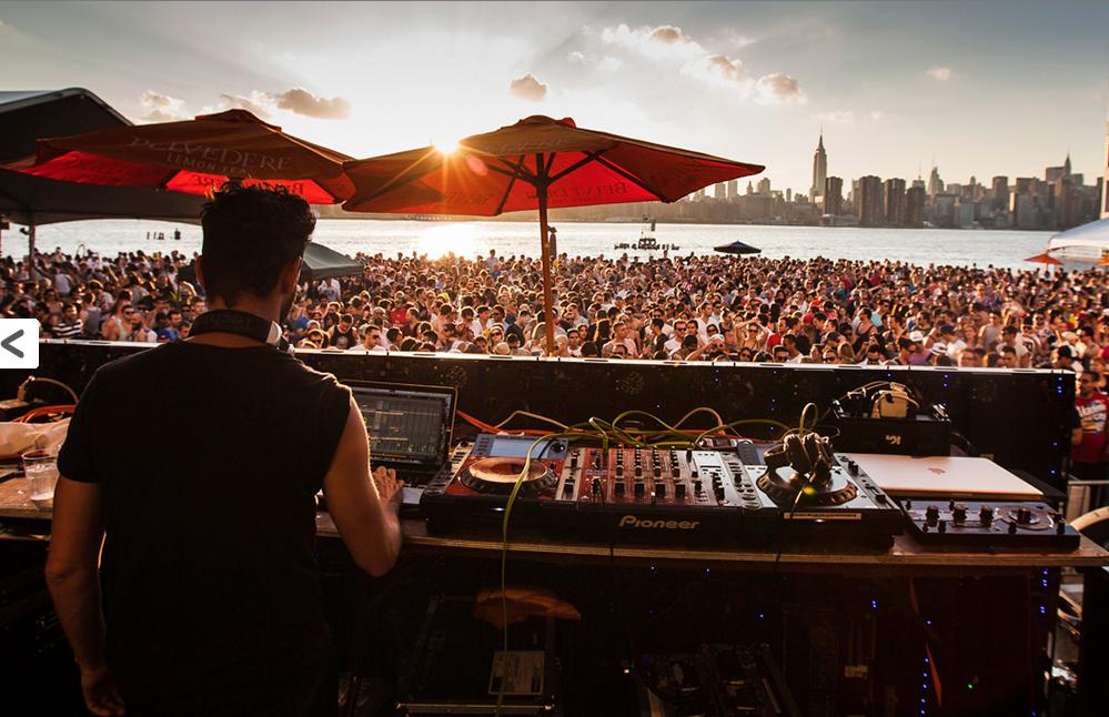 Bei den Open-Air-Veranstaltungen vom Verboten konnte man vor Manhattans Skyline feiern. Das ist