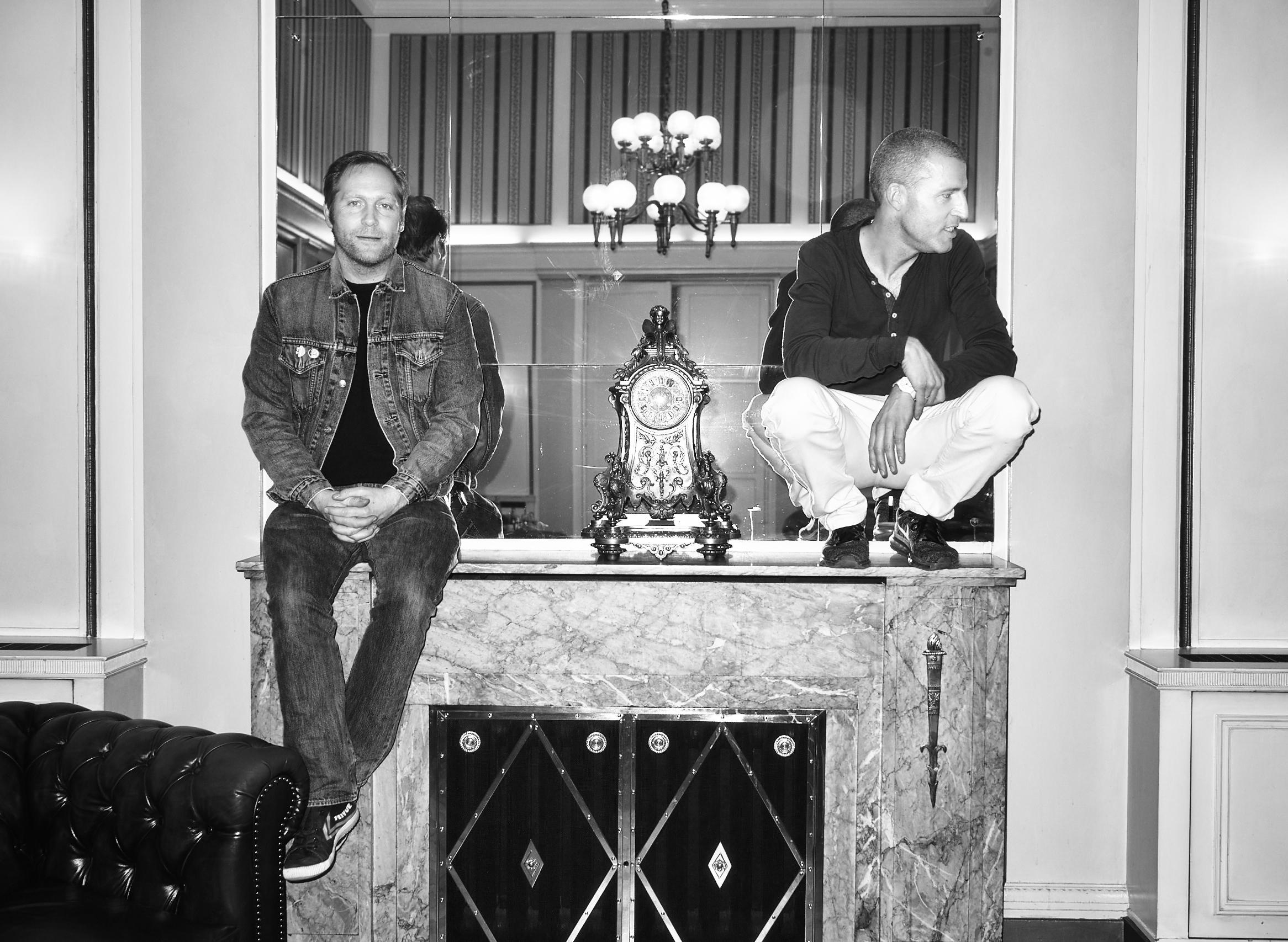 """Thees Uhlmann und Benjamin von Stuckrad-Barre im Hotel """"Atlantic"""", Hamburg."""