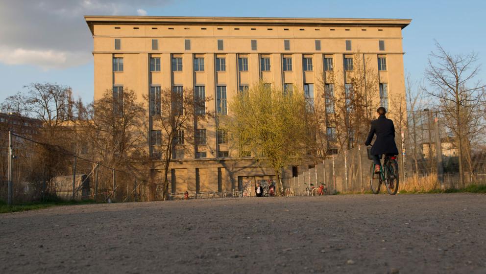 Der berühmte Berliner Club Berghain bei Tag.