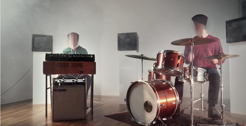 """Klaus Johann Grobe in ihrem neuen Video zu """"Geschichten aus erster Hand"""""""