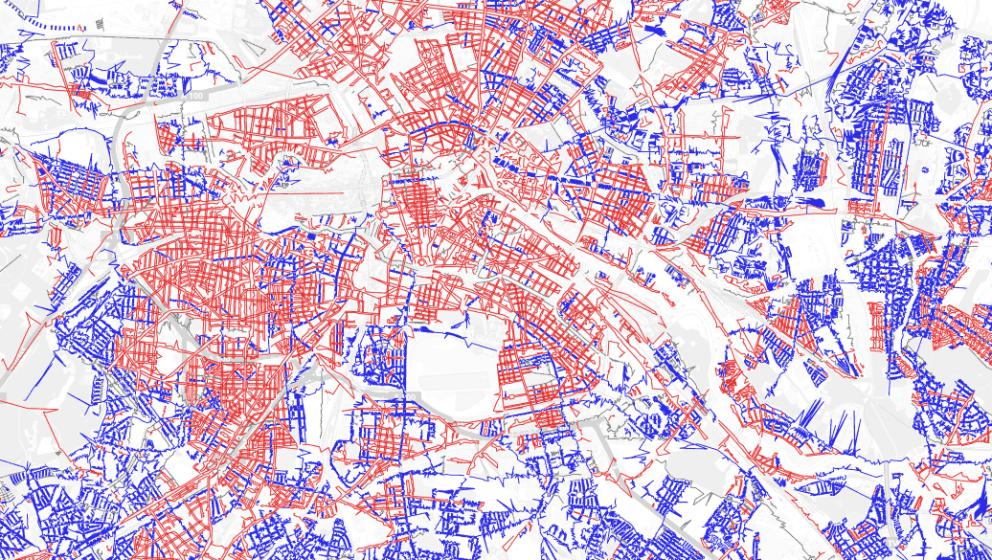 Rote Straßen verwenden das Hufeneisen-Prinzip und blaue Zick-Zack.
