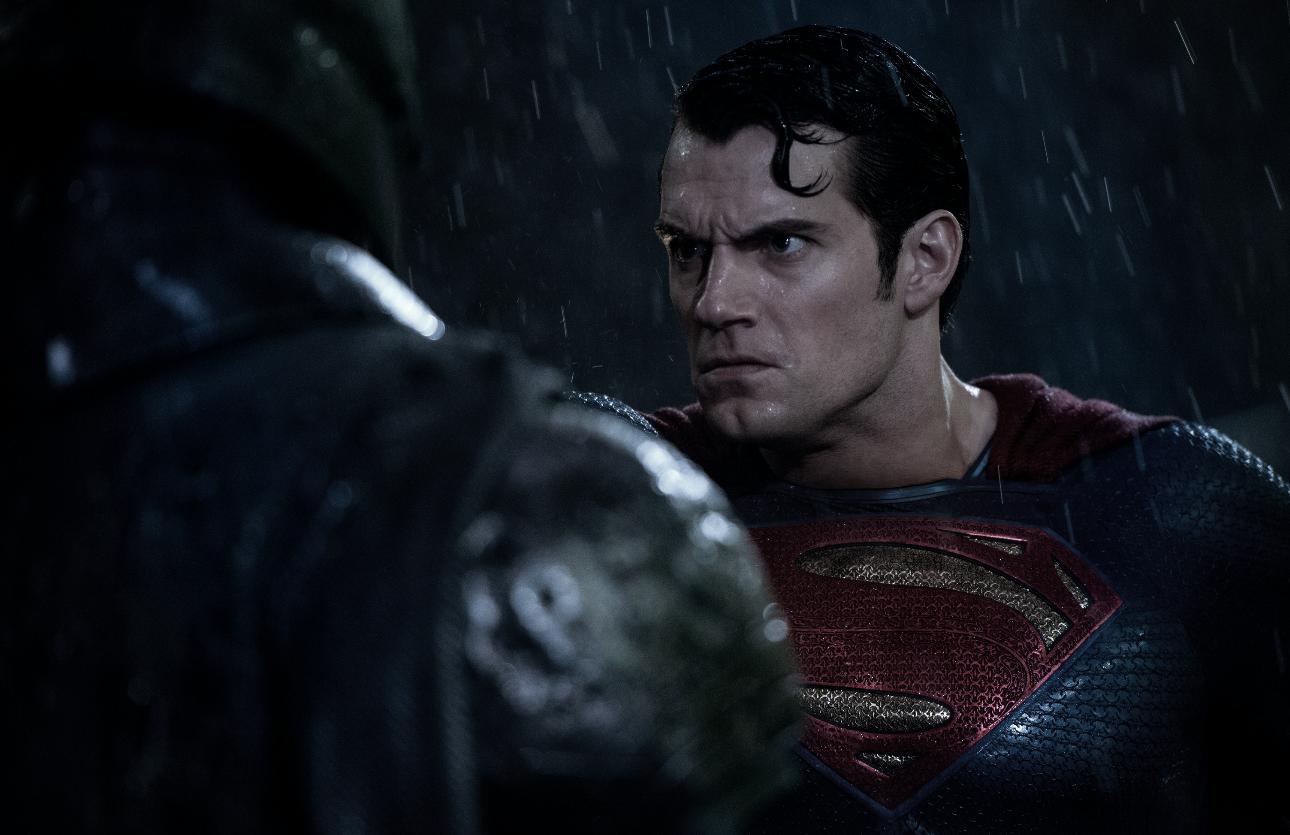 Kommt mehr über die Mimik: Henry Cavill als Superman.