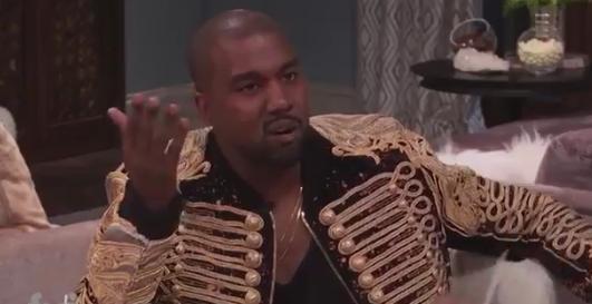 "Kanye West mit Michael-Jackson-Gedächtnis-Jacke bei ""Kocktails with Khloé"""
