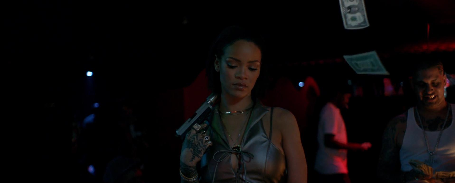 """Nichts für schwache Nerven: Rihanna im """"Needed Me'-Video"""
