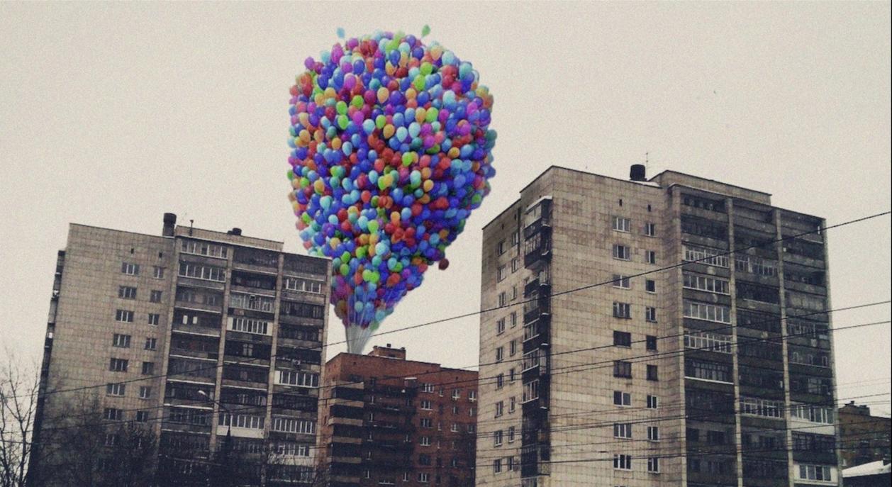 """Die Ballons aus """"Oben"""" hübschen sogar Platten auf."""