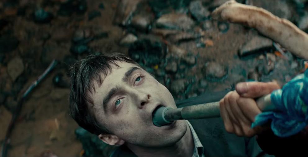 """Daniel Radcliffe wird in """"Swiss Army Man"""" zum praktischen Werkzeug."""