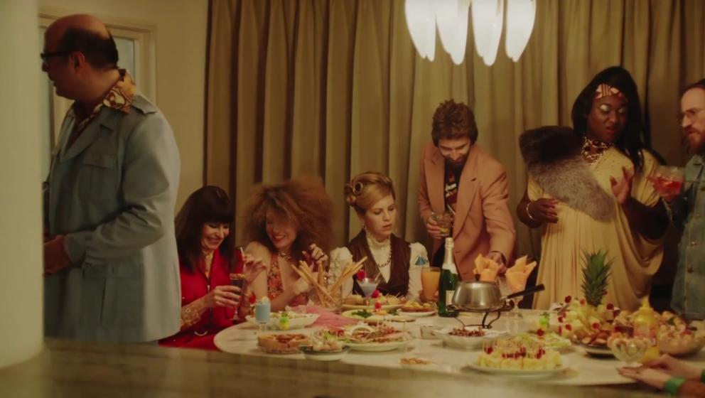 """Nur kurz nach der Veröffentlichung des Songs """"Old Skool"""" gibt es auch ein Video zu sehen"""