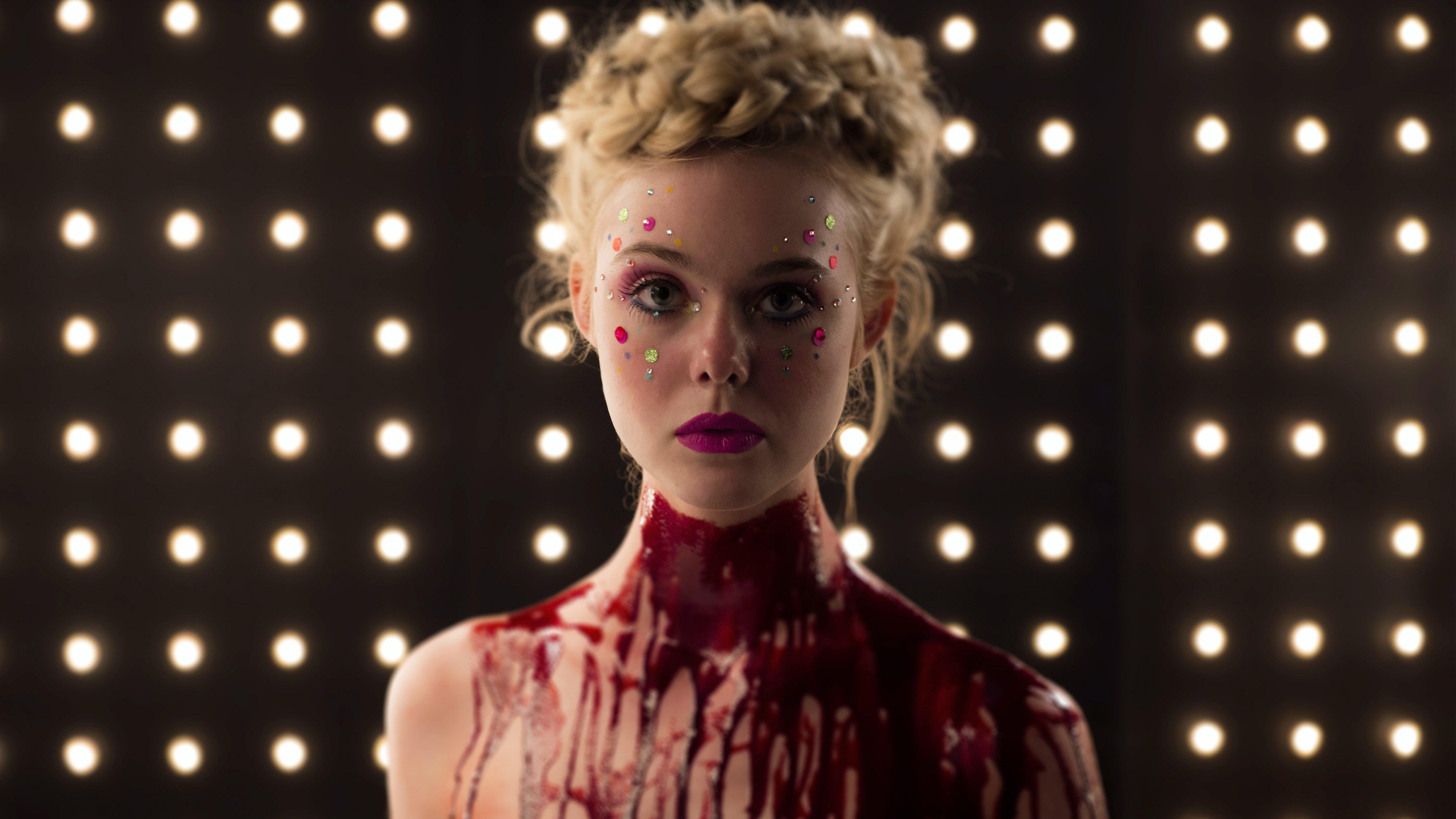 Shootings verlangen einiges ab. Aber Jesse (Elle Fanning) ist nicht nur vor der Kamera blutüberströmt.