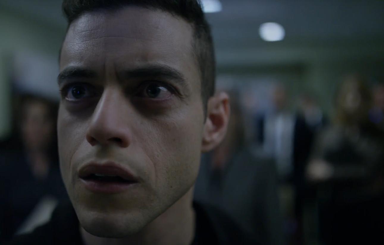 Rami Malek spielt Elliot, einen Hacker mit psychologischen Problemen.