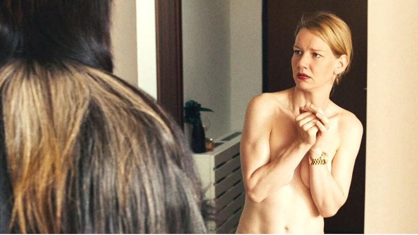 """Nacktszene mit Fabelwesen: """"Toni Erdmann"""" läuft auf eine unangenehme Betriebsfeier hinaus."""