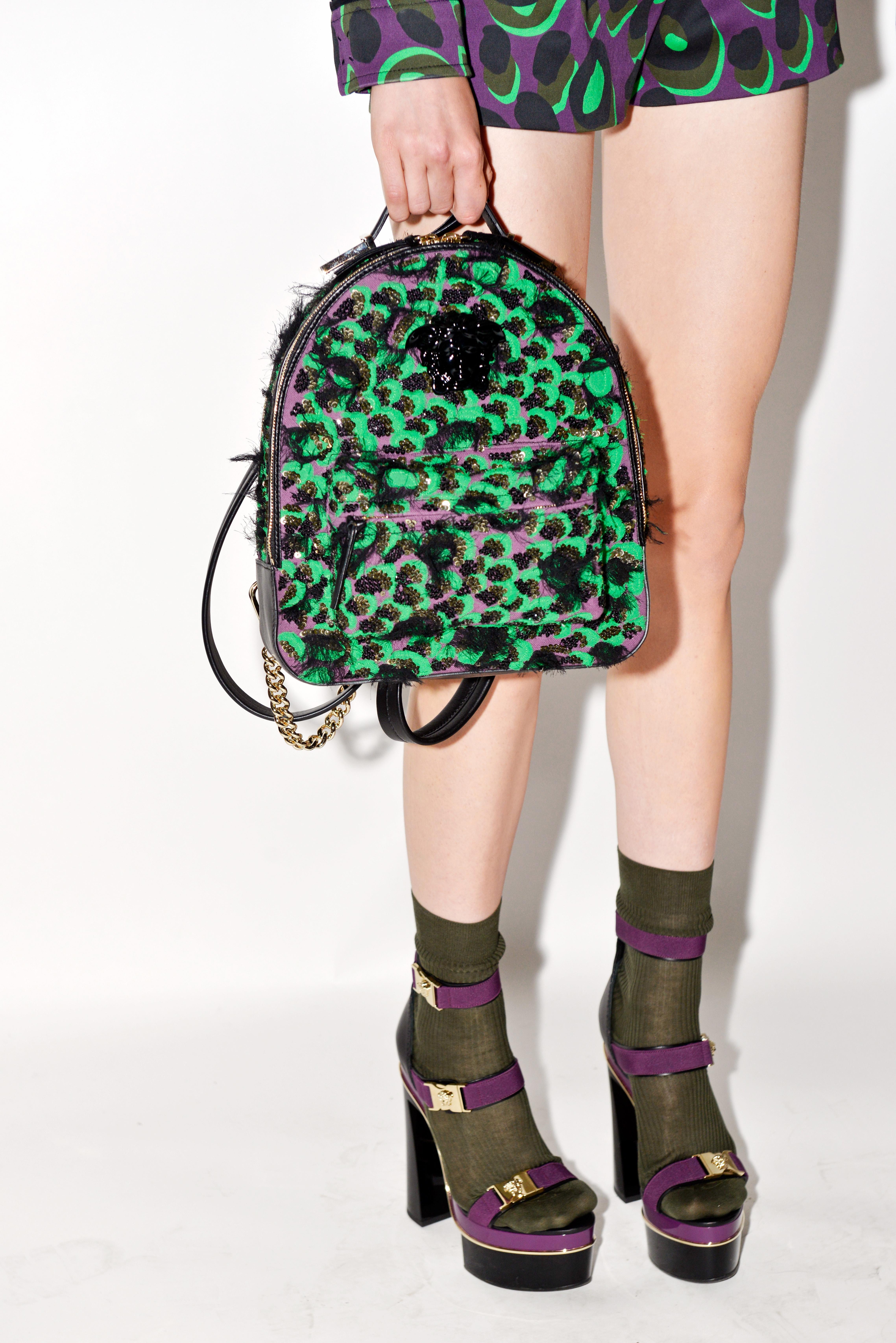 Zur an Camouflage-Mustern orientierten Versace-Kollektion gehörten nicht nur Kleider. (Matteo Valle Getty Images)