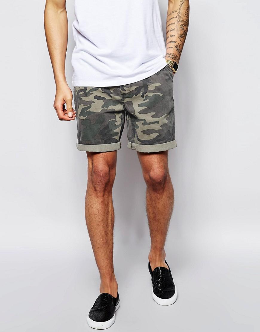 ASOS Chino Shorts mit Camo-Print, ca. 35 Euro. (Foto: ASOS)