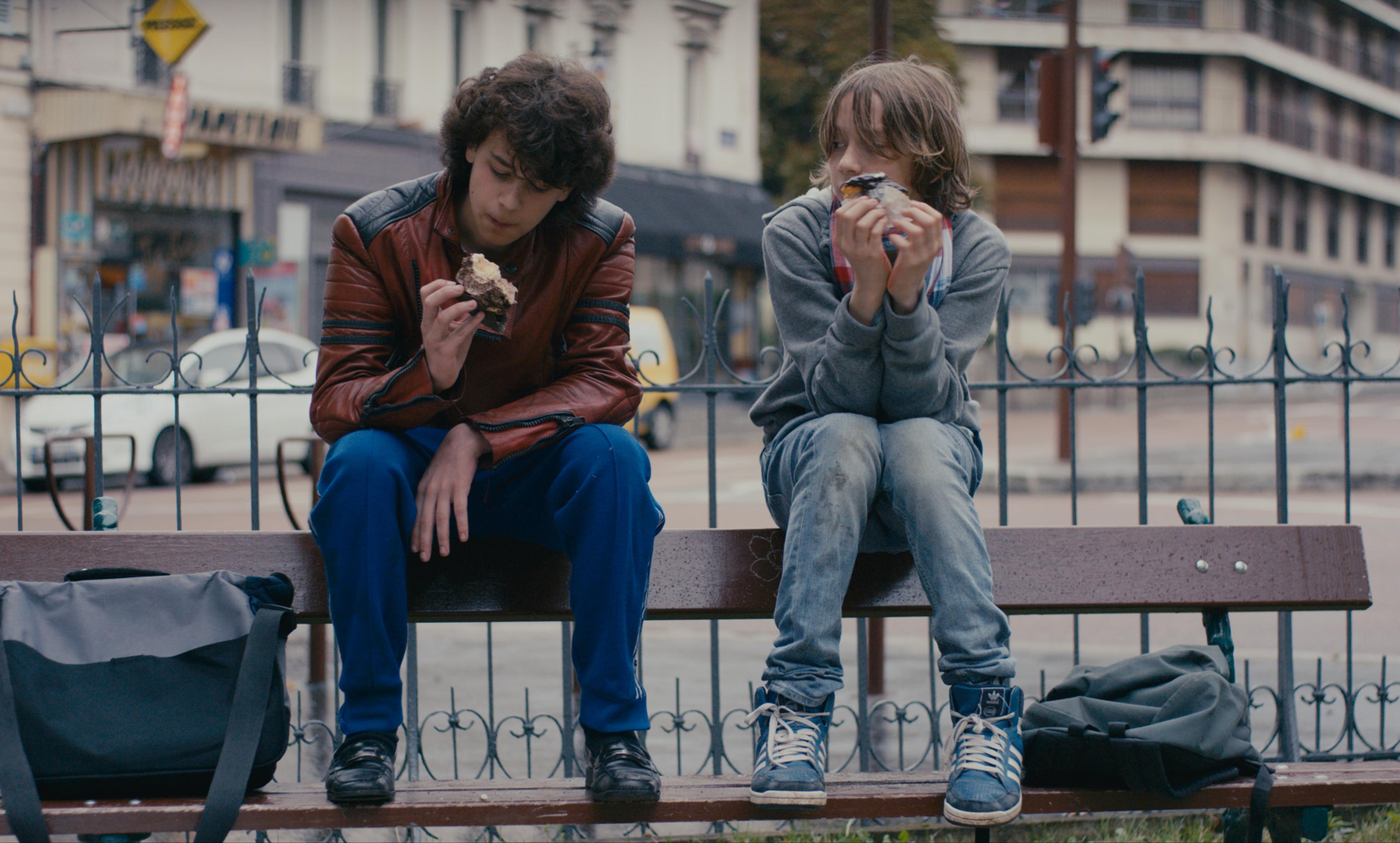 Mikro (Ange Dargent) und Sprit (Théophile Baquet) wollen die Sommerferien unbedingt ohne die nervigen Eltern verbringen.