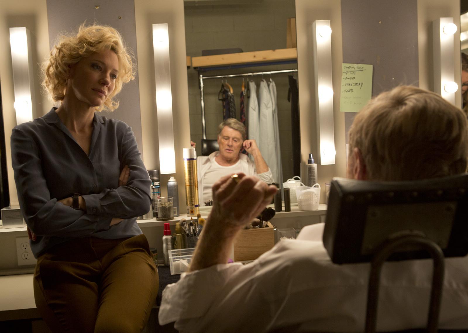 Die engagierte Mary Mapes (Cate Blanchett) und ihr väterlicher Mentor Dan Rather (Robert Redford)