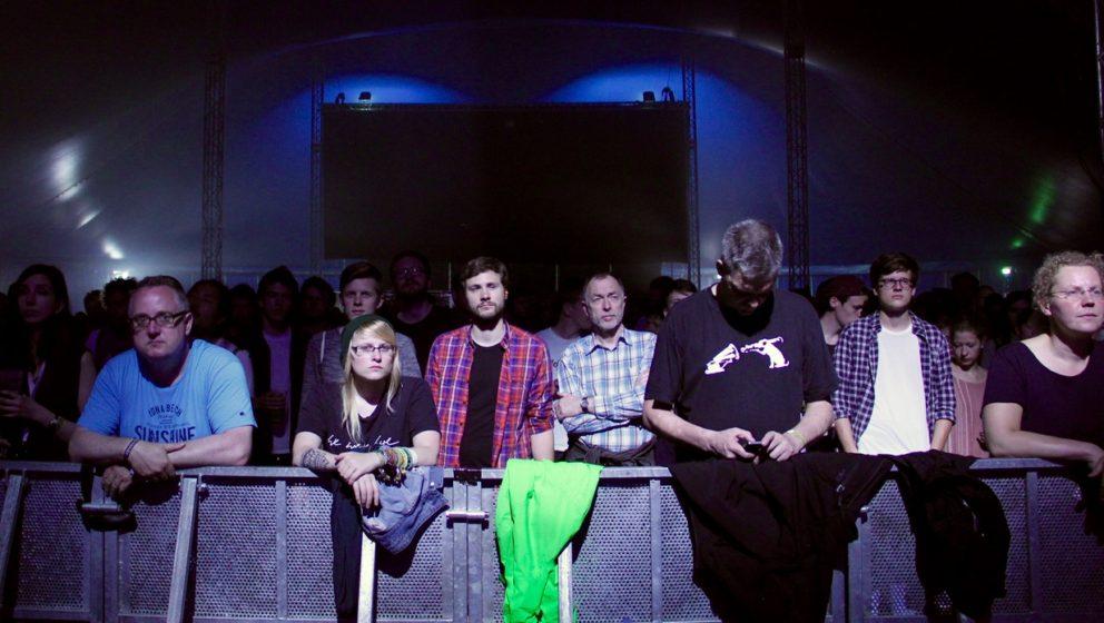 Wie gut, dass es für eine Band wie Suuns auch am Nachmittag eine tageslichtferne Zeltbühne gibt – und ein Publikum, das n