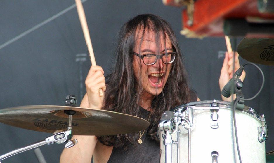 Eines von einigen Schlagzeug-Tieren des Wochenendes: Matt Tong von Algiers – früher Drummer bei Bloc Party – bei der Bes