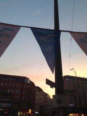 Auch schön: Sonnenuntergang in der Torstraße.
