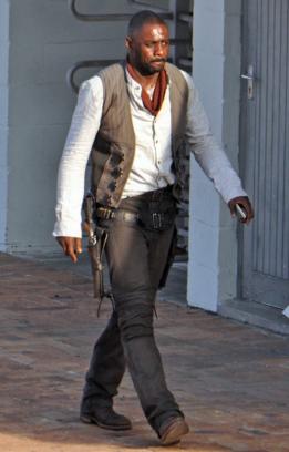 Idris Elba als Roland Deschain.