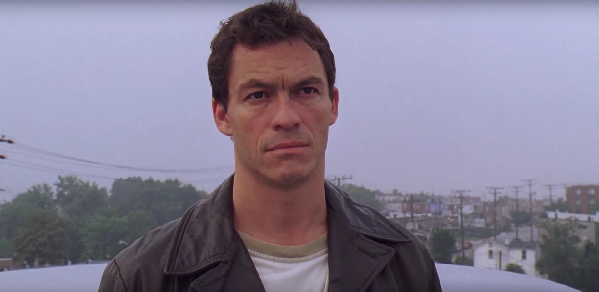 """Dominic West spielt in """"The Wire"""" Detective McNulty, eine der zentraleren Figuren, denn die Serie glänzt vor allem durch"""