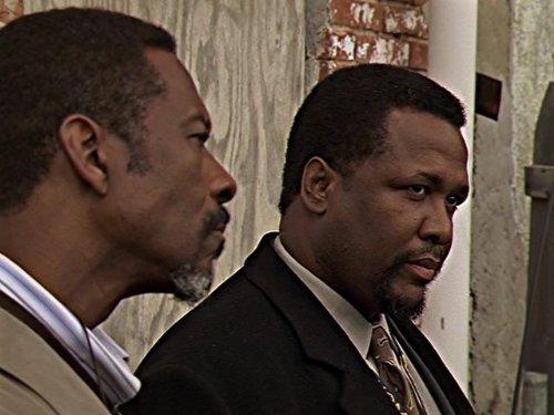McNultys Kollegen, gespielt von Clark Peters und Wendell Pierce.