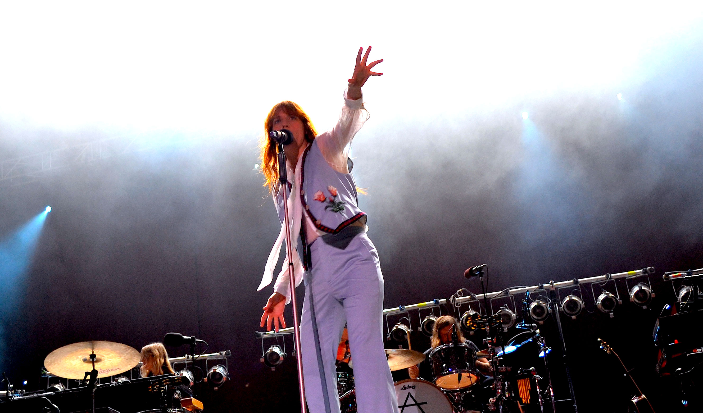 Nachdem sie ihren Auftritt  vergangenes Jahr aufgrund eines Fußbruchs absagen musste, begeisterte Florence Welch das Publiku