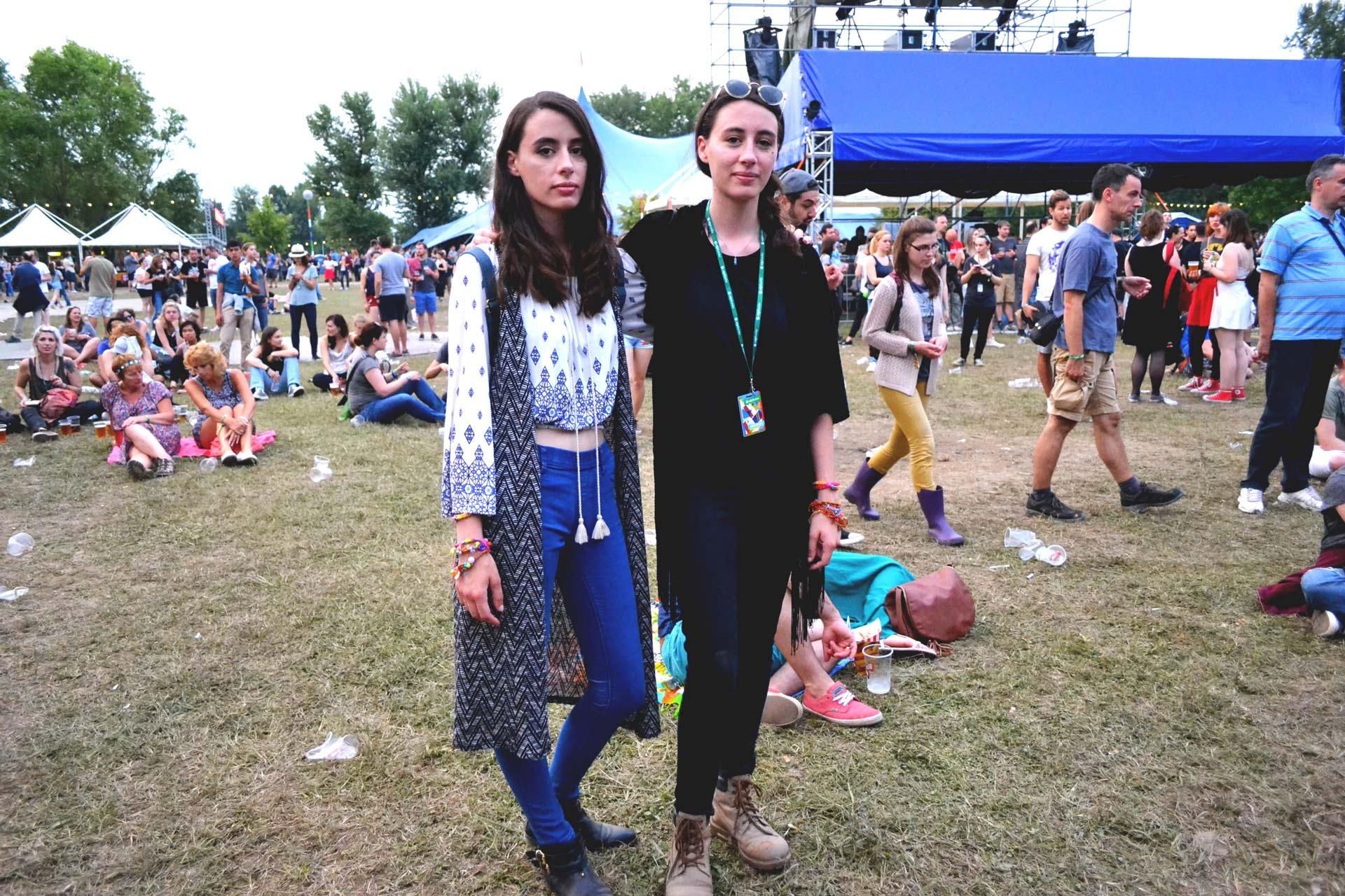 Ivana, 24, und Valentina, 24, Zwillinge aus Zagreb mit dem besten Look vor der Main Stage des INmusic Festivals.