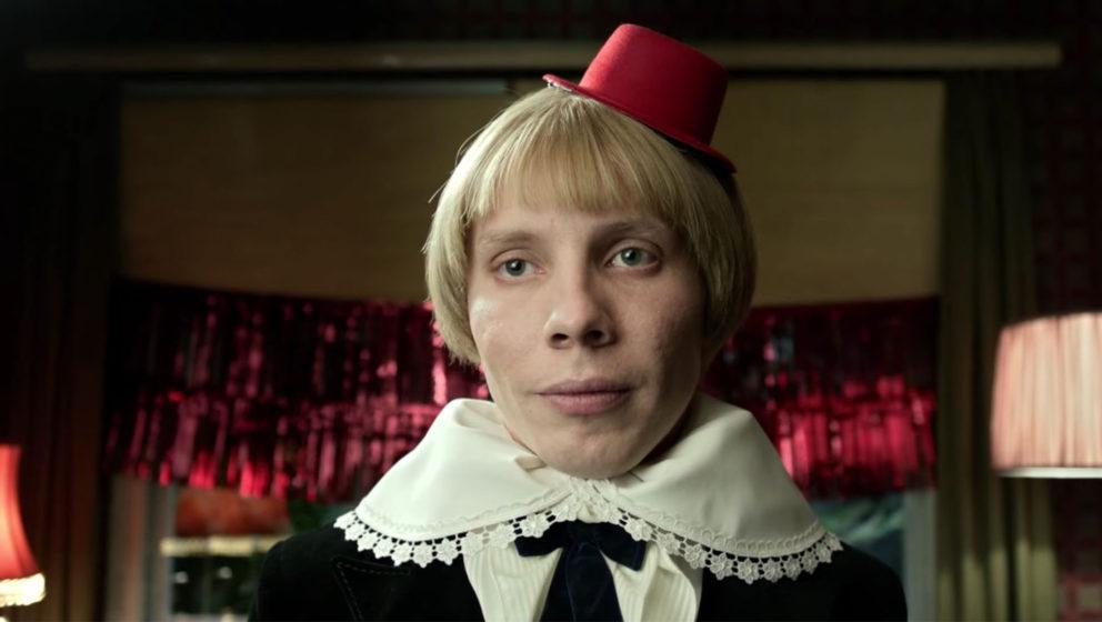"""Daniel Fripan spielt in """"Der Bunker"""" den angeblich achtjährigen Klaus, der mal US-Präsident werden soll."""