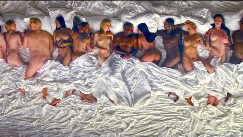 "Kanye West und elf andere nackte A-Promis im Video zu ""Famous"""