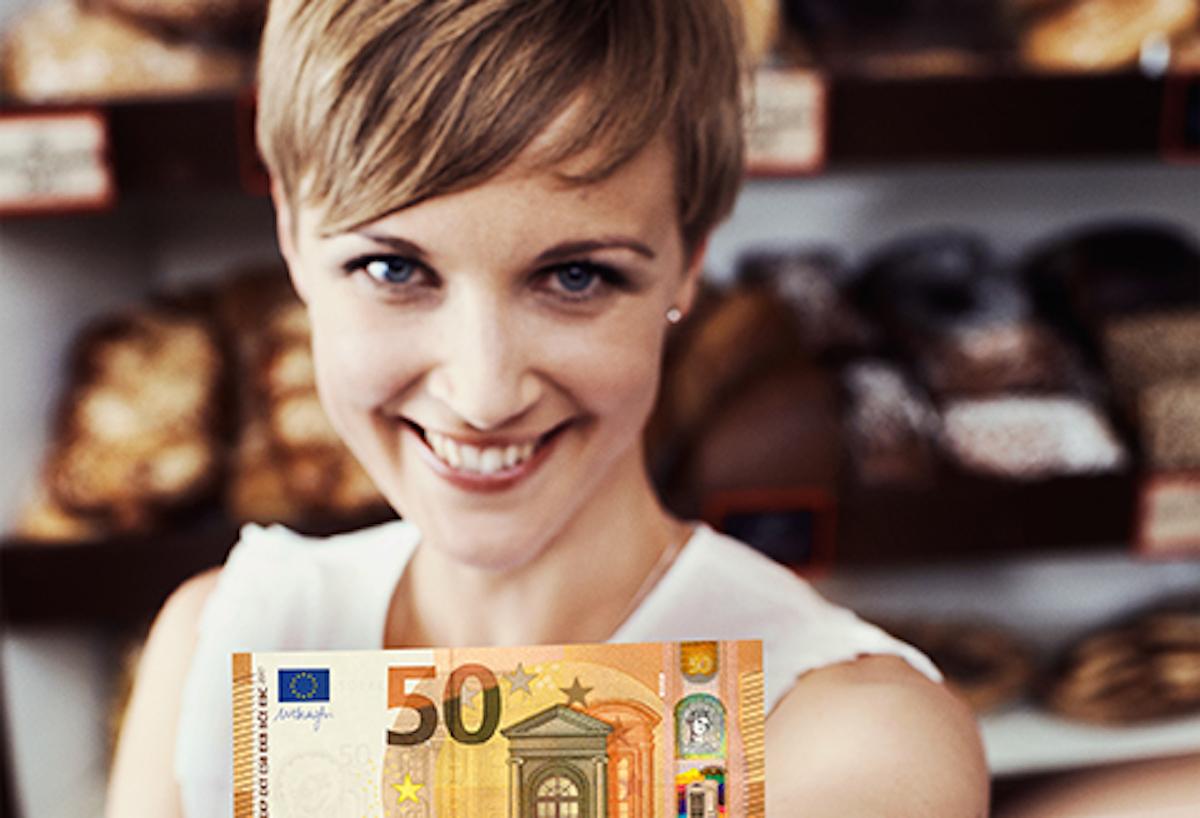 Angeblich echte Bäckerin mit angeblich echtem, neuen 50-Euro-Schein.