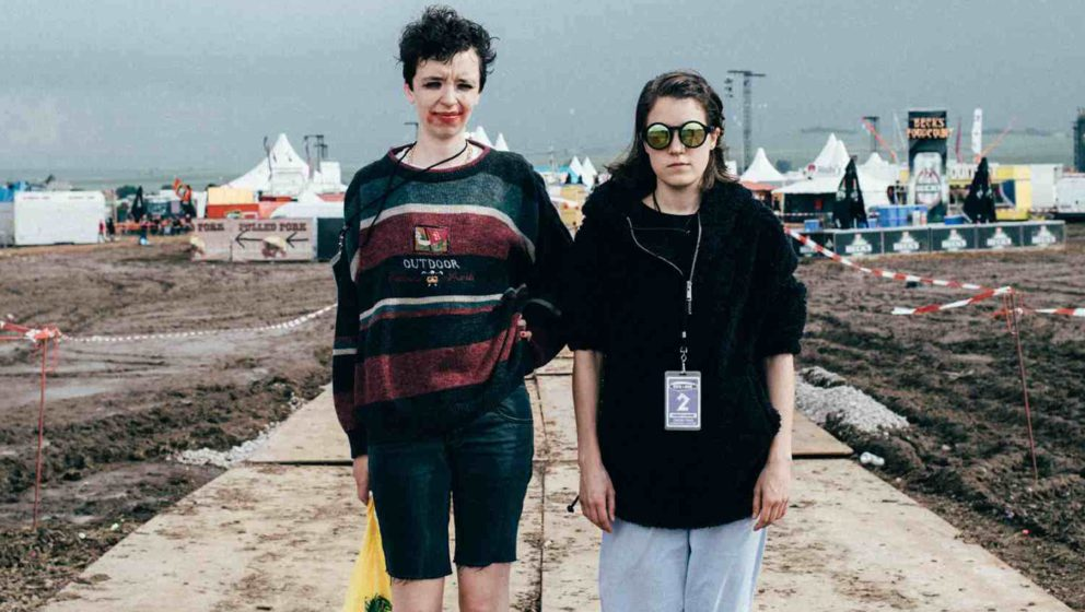 Kurz vor dem Unwetter: Daniela Reis (l.) und Fritzi Ernst (r.) bei Rock am Ring 2016.