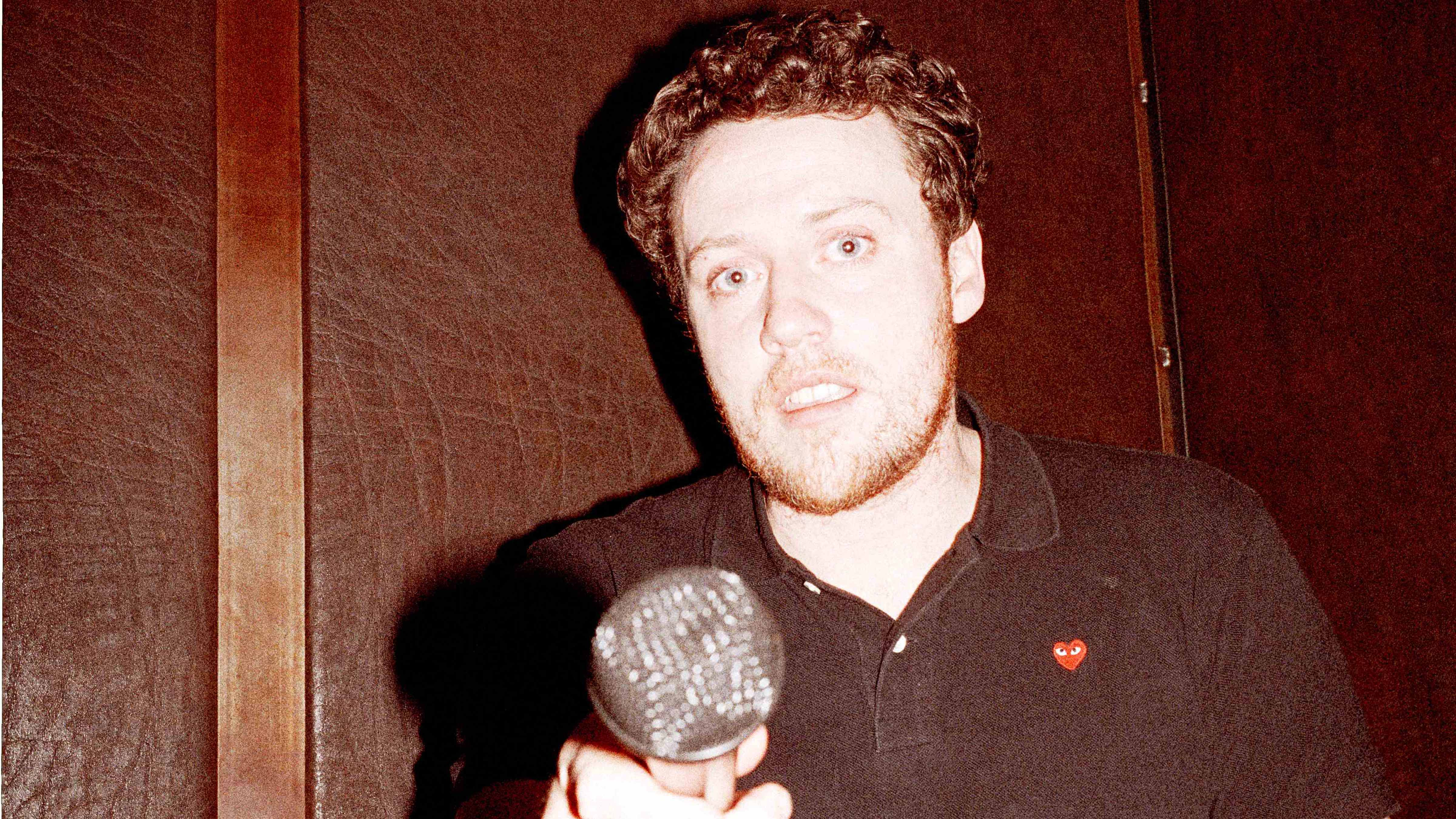 "Und jetzt alle: ""I got flowers in the spring / I got you to wear my ring' – Joe Mount in einer Karaokebar in Berlin-Fried"