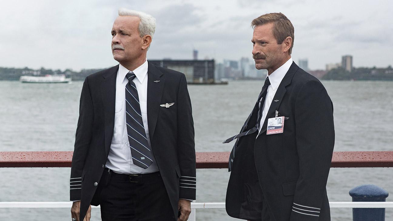 Sully (Tom Hanks) und sein Copilot Jeff (Aaron Eckhart)