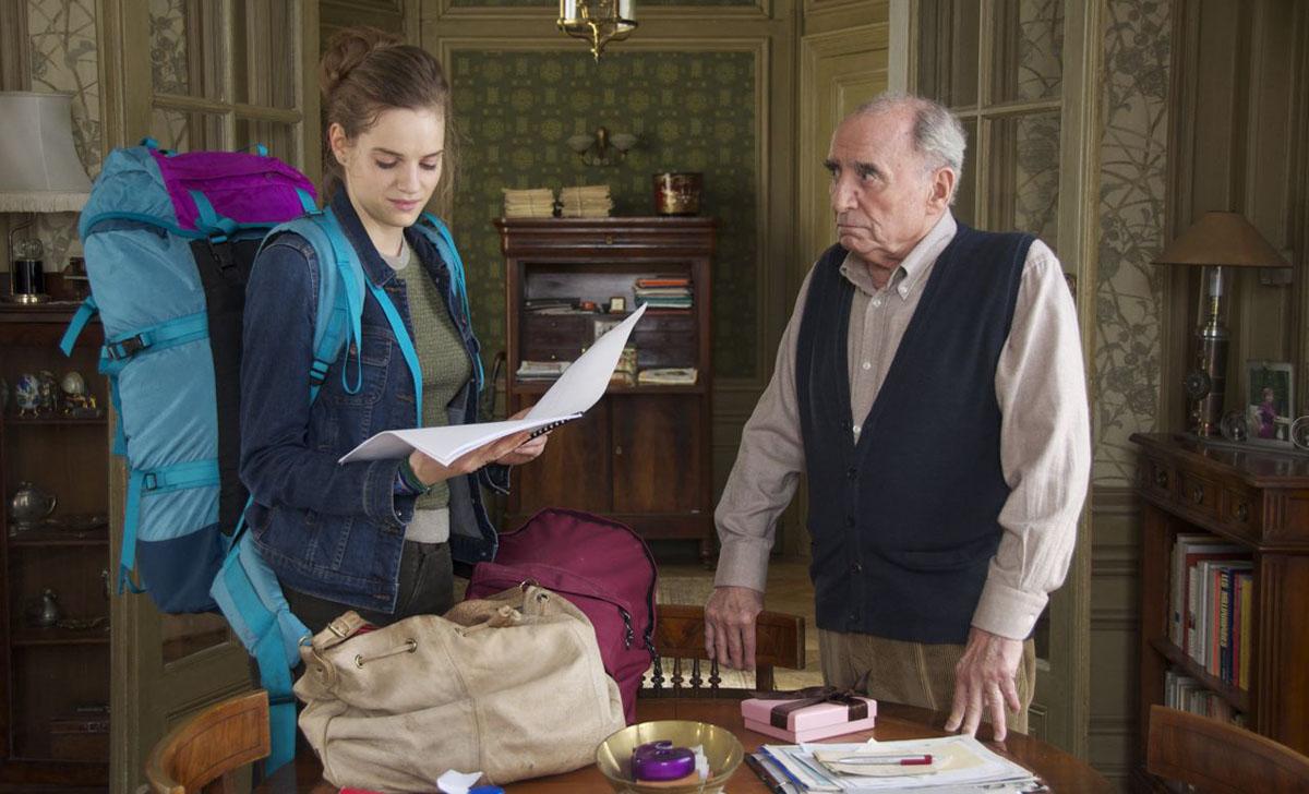 Constance muss beim Lesen der Hausordnung erst einmal schlucken.