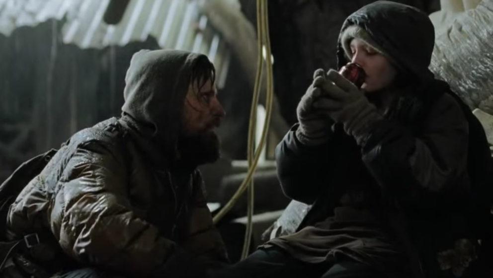 """Viggo Mortensen und Kodi Smit-McPhee in der postapokalyptischen Welt von """"The Road""""."""