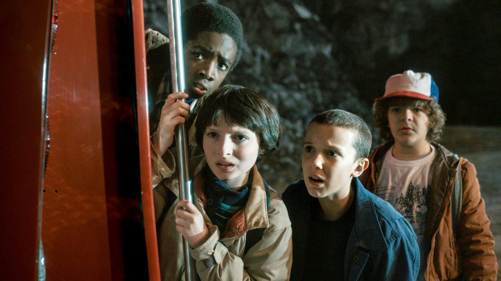 Lucas (Caleb McLaughin), Mike (Finn Wolfhard), El (Millie Bobby Brown) und Dustin (Gaten Matarazzo).