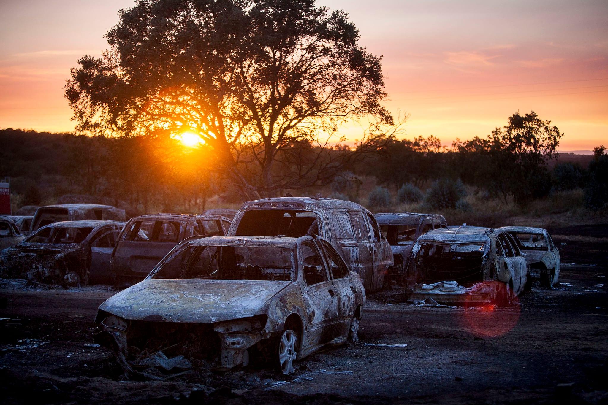 Sonnenuntergang: Es dauerte bis zum Abend, bis die Feuerwehr den Brand eindämmen konnte.